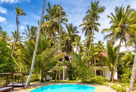 Sri Lanka - November 4, 2017: Swimming pool and houses in a tropical hotel Stockfoto - 93673404