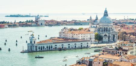 Aerial view of Venice, Italy. Basilica di Santa Maria della Salute, Grand Canal and lagoon.  Banque d'images