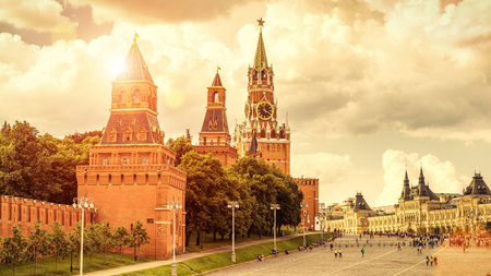 Moscow Kremlin on the Red Square in Moscow, Russia. The Moscow Kremlin is the residence of the Russian president and the main tourist attraction of Moscow. Banque d'images