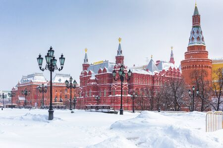 Manezhnaya Square in the winter, Moscow, Russia. Panoramic view of central Moscow during snowfall.  Banque d'images