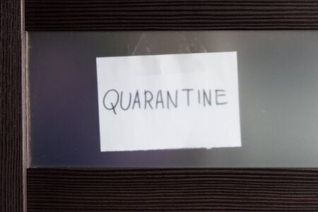 COVID-19 coronavirus concept, closed glass door with note Quarantine behind it. Corona virus outbreak, countries impose quarantine and restrictions on movement due to COVID coronavirus pandemic. Banque d'images
