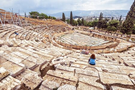 Theatre of Dionysus at foot of Acropolis, Athens, Greece, it is famous tourist attraction in Athens, monument of classic Athenian culture. Panorama of Ancient Greek ruins in old Athens city center. Banque d'images