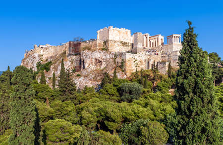 Acropolis of Athens in summer, Greece. It is top landmark of Athens. Panorama of famous hill with ancient Greek ruins in Athens city center. Urban landscape of Athens, scenery of classical antiquity. 版權商用圖片
