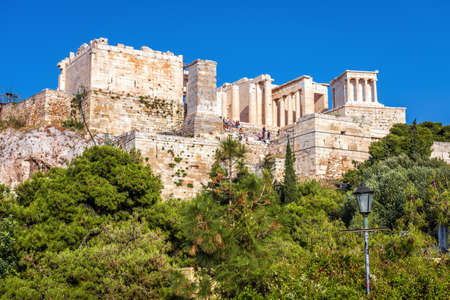Acropolis of Athens in summer, Greece. It is top tourist attraction of old Athens. View of famous ancient Propylaea, entrance gates to Acropolis. Scenery of classical Greek ruins in Athens center. 版權商用圖片