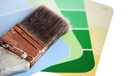 Farbe Swatches mit gebrauchten alten Pinsel auf einem weißen Hintergrund isoliert  Standard-Bild - 1648099