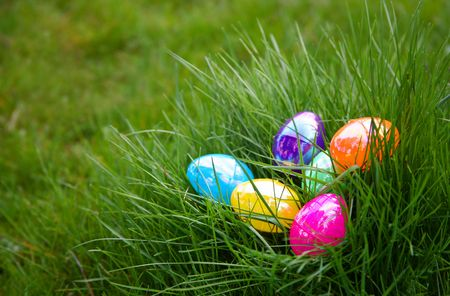 Plastic Colorful Easter Eggs in Grass Zdjęcie Seryjne
