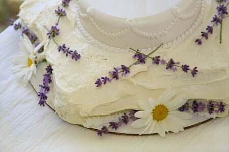 Homemade Wedding Cake with Fresh Daisies and Lavender Stock Photo - 3242283