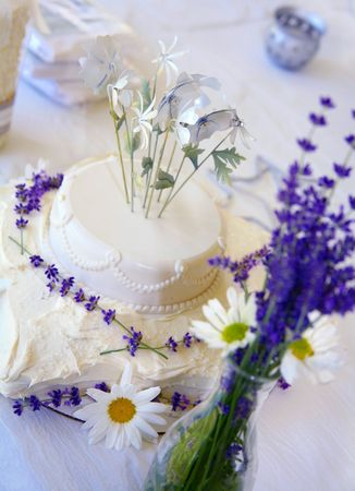 Homemade  Cake with Fresh Daisies and Lavendar Stock Photo - 3242281