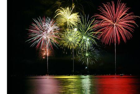 cohetes: El colorido de los fuegos artificiales sobre el Lago de Gran Final