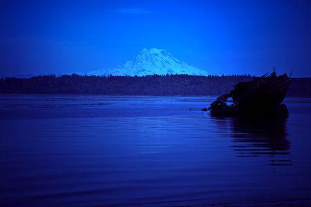 puget sound: Mt. Rainer affaccia Budd ingresso ad Olympia, Washington - Puget Sound