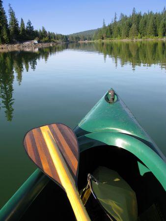 Kano en mooie houten Paddle op Lake