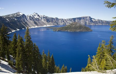 crater lake: Crater Lake National Park in Oregon, USA - Wizard Island