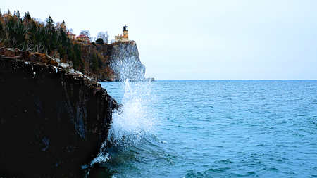 Waves break on shoreline at Split Rock Lighthouse on the north shore of Lake Superior near Duluth and Two Harbors, Minnesota Stok Fotoğraf