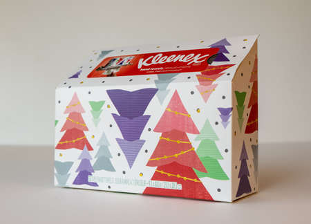 BEMIDJI, MN - 17 NOV 2020: Box of Kleenex hand towels with Christmas trees.. Kleenex is an American Tissue and paper product company established in 1924 Редакционное