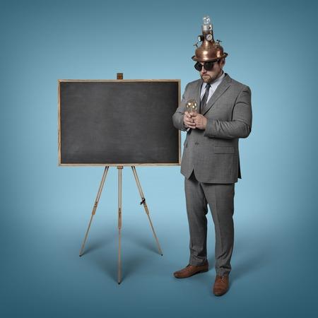 educators: hombre de negocios la ciencia con la pizarra vacía - tiro del estudio Foto de archivo