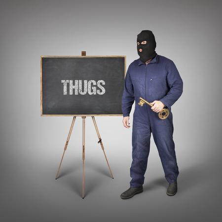 malandros: matones de texto en la pizarra con ladrón y clave