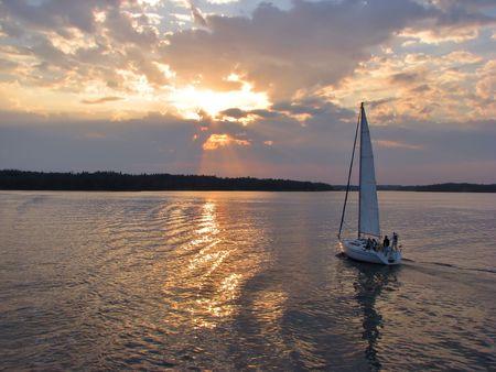 finland�s: Vela por la noche por el lago