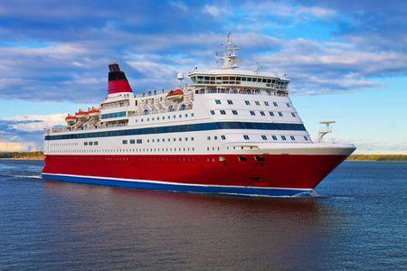 ocean liner: Cruise liner