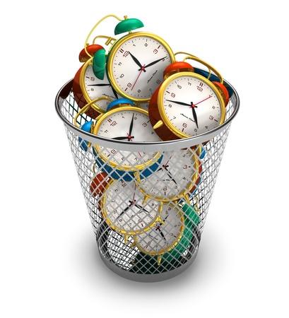 gestion del tiempo: Concepto de perder tiempo: relojes de alarma en la Papelera