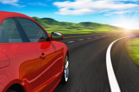 manejando: Desenfoque de auto rojo conducir por la autopista en la puesta de sol con movimiento