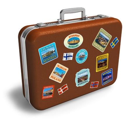 maletas de viaje: Maleta de viaje de cuero marr�n con coloridas etiquetas aisladas sobre fondo blanco  Foto de archivo