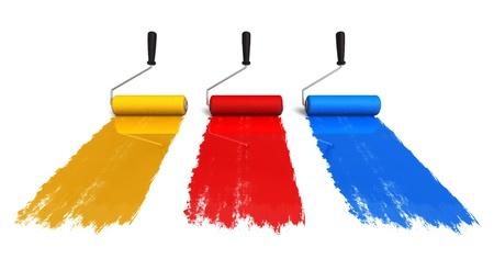 Ensemble de trois pinceaux rouleaux de couleur avec des sentiers de peinture isolé sur fond blanc