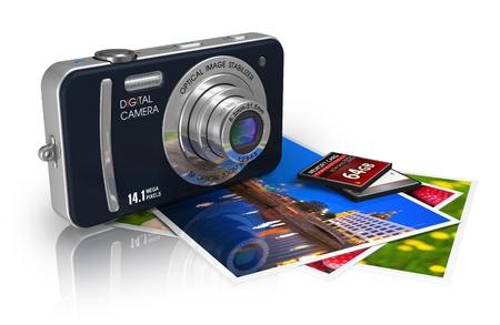 diaporama: Voyage et tourisme  concept touristique: appareil photo num�rique compact, cartes m�moire et un ensemble de photos isol� sur fond blanc r�fl�chissant