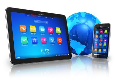 web application: Concetto di comunicazione wireless: PC tablet e smartphone touchscreen con globo terrestre blu isolato su sfondo bianco riflettente