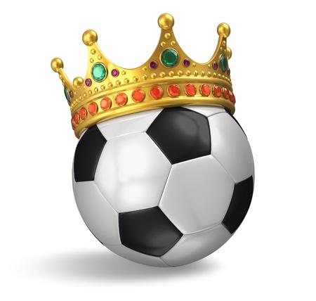 Fútbol y fútbol concepto de campeonato: balón de fútbol con corona de oro sobre fondo blanco