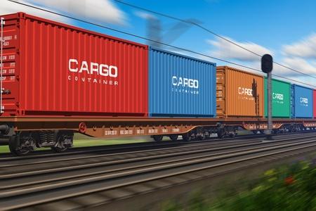 ferrocarril: Tren de carga con contenedores de carga que pasan por