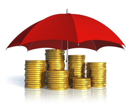 salarios: La estabilidad financiera, el �xito del negocio y el concepto de seguro de apilar monedas de oro cubiertos por el paraguas rojo aislado en fondo blanco con el efecto de la reflexi�n