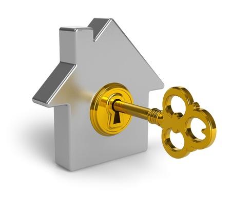courtier: Notion de bien immobilier: symbole forme m�tallique maison avec clef d'or en trou de la serrure isol� sur fond blanc