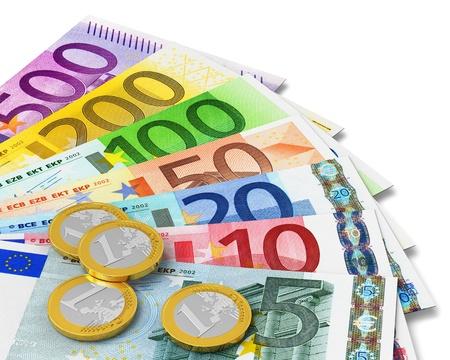 dinero euros: Ajuste de los billetes y monedas en euros aisladas sobre fondo blanco Foto de archivo