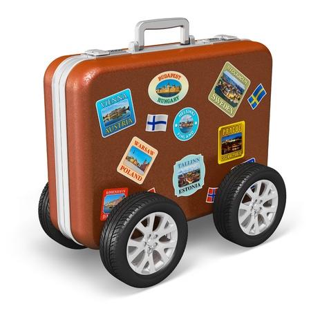 Touring: Podróżuj po świecie i koncepcja turystyki skórzanym etui z tagami etykiety i kół samochodowych na białym tle Wszystkie zdjęcia wykorzystane tutaj są moje własne z mojego portfela