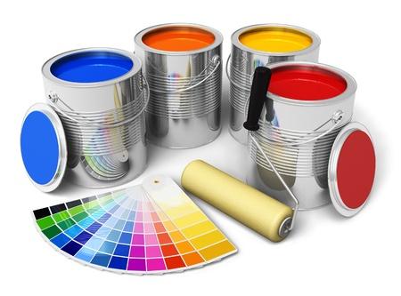 roller: Latas con gu�a de pintura de color, cepillo y color aislado sobre fondo blanco