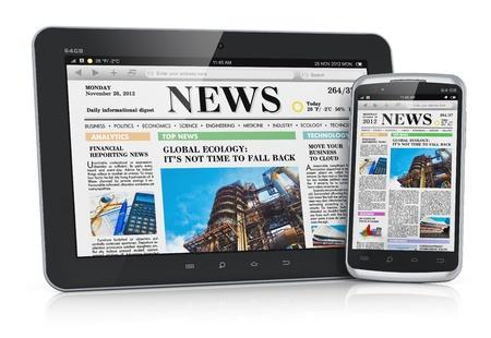 Tablet PC PC y el teléfono inteligente con pantalla táctil de negocio en la Web los medios de comunicación noticias Foto de archivo
