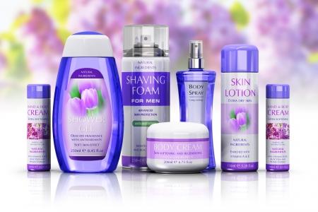 jabon liquido: Salud, cuidado del cuerpo y el concepto de cosméticos: conjunto de varias botellas y recipientes aislados en blanco fondo floral con efecto de reflexión.
