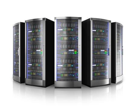 데이터 센터의 네트워크 서버의 행 반사 효과와 흰 배경에 고립