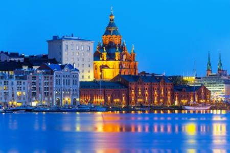 Vue scénique d'été de soirée de cathédrale de l'Assomption dans la Vieille Ville à Helsinki, Finlande Banque d'images
