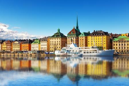 スウェーデン、ストックホルムの旧市街ガムラ ・ スタン アーキテクチャ桟橋の風光明媚な夏のパノラマ 写真素材