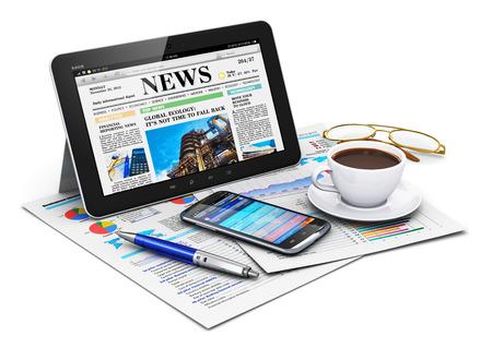 concept: Creativo trabajo de oficina de los negocios resumen y el lugar de trabajo móvil corporativo concepto de tablet PC de la computadora con el sitio web financiero, noticias, taza de café negro fresca, pila de documentos de informes financieros, bolígrafo azul, un smartphone con pantalla táctil de color negro brillante con finan Foto de archivo