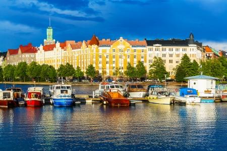 ヘルシンキ、フィンランド旧市街桟橋建築の美しい夏の風景パノラマ