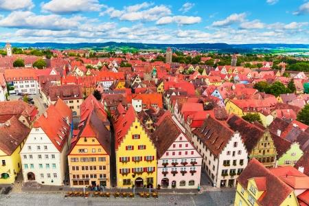 castillos: Scenic verano panorámica aérea de la arquitectura de la Ciudad Vieja y la plaza del mercado de Rothenburg ob der Tauber, Baviera, Alemania