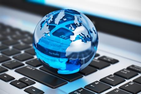 Creative abstrait communication mondiale et internet télécommunications d'affaires notion de vue macro de globe de cristal de la Terre sur un ordinateur portable ou un clavier d'ordinateur portable avec effet mise au point sélective Banque d'images - 25230576