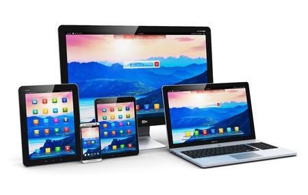 Kreatywne streszczenie technologia komputerowa, mobilność i komunikacja koncepcji laptop, notebook lub netbook PC, mini tablet, smartfon i pulpit dotykowy wyświetlacz monitora ekran TV samodzielnie na białym tle
