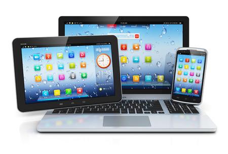 Mobilní zařízení, mobilita a telekomunikační koncepce kov notebook pro podnikatelskou sféru nebo v kanceláři notebook, tablet PC počítače a moderní černý lesklý dotykový smartphone s barevným rozhraním s aplikačními ikonami izolovaných na bílém pozadí s odrazem