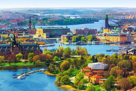 스톡홀름, 스웨덴에있는 올드 타운 (Old Town) 감라 스탄 아키텍처의 여름 경치 공중 파노라마 스톡 콘텐츠