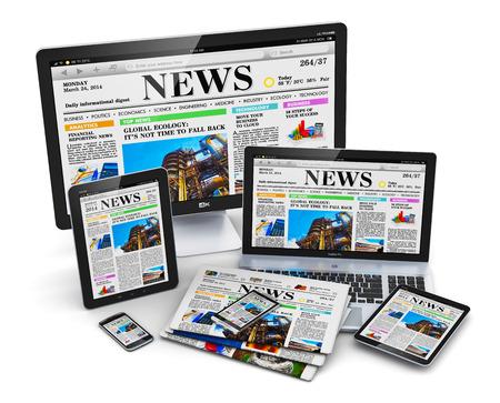 Moderne computer media-apparaten concept: desktop monitor, kantoor laptop, tablet-pc en zwarte glanzende touchscreen smartphones met internet web zakelijk nieuws op het scherm en stapel kleur kranten geïsoleerd op een witte achtergrond