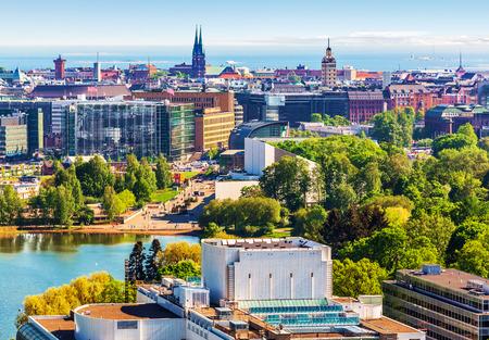 ヘルシンキ、フィンランド旧市街建築の風光明媚な夏の空中パノラマ
