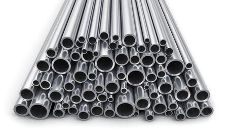 siderurgia: Pesada industria creativa abstracta metalúrgico y de fabricación industrial concepto de producción de negocios: Montón de tubos de acero de metal brillante aislados sobre fondo blanco